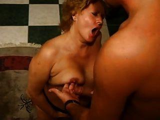 Mãe alemã chupar garoto