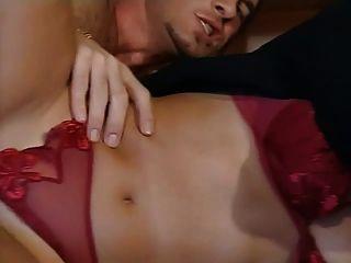 Jessica gayle italiana cadela suga e fode dois galos
