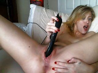 Toying louro e orgasmo cremoso molhado