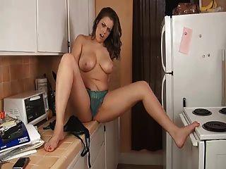 Irmãs enormes tetas na cozinha joi ... it4reborn