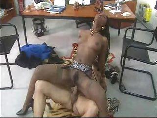 Babe africano fodido
