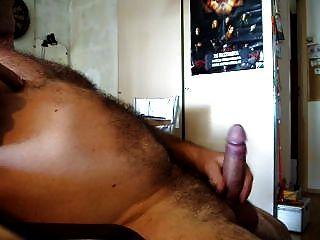 Gemendo e cum quente, jogando dick e bolas com cockring