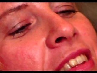 Hot hairy milf sabrina ann obtém seu big twit lipped fodido