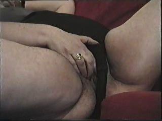 Mãe suja e velha mostra bichano