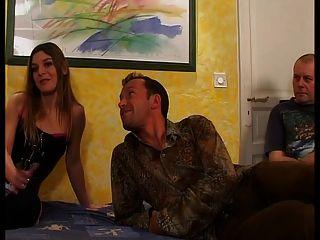 Mulher francesa está fodendo na frente de seu marido