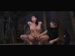 Humilhados e castigados escravos bdsm lésbicas