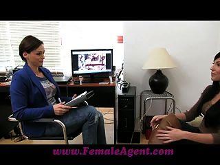 Femaleagent bela webcam modelo rouba o show