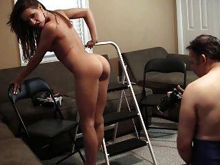 Vanessa mostra seu corpo quente e pés
