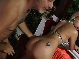 Velho jake fodendo uma menina brasileira