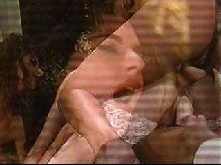 Bela mulher sendo fodida em dois buracos.
