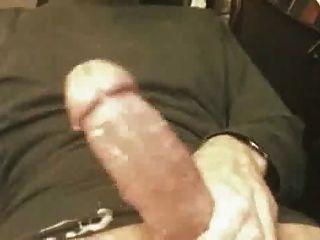 Pequena ejaculação de galo grande
