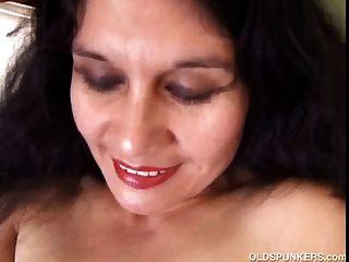 Apaixonado maduro latina amador gosta de mostrar seu corpo sexy
