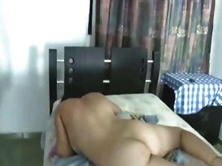 Una linda latina con 2 homens por primera vez anal