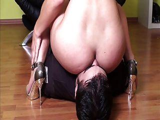 A amante enfrenta seu escravo