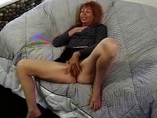 Madura ruiva verdadeira se masturba antes de ser fodida