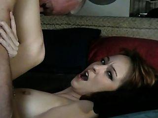 Velho fode babá (ele lambe seu próprio cum fora dela)