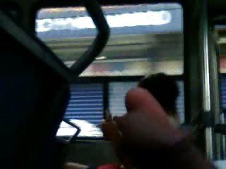 Mostrando a polla no ônibus