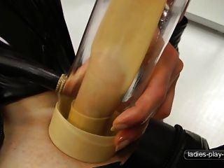 A máquina de ordenha sexo masculino escravo