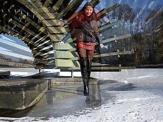 Totalmente de couro: andando no gelo em botas de salto alto