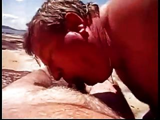 Praia, meninos, tocando