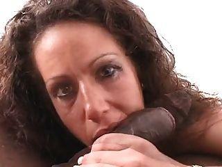 Mulher branca fala sujo, suga e fode galo preto