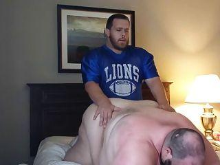 Treinador de futebol cria urso verbal