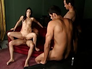3 meninas deixam vários caras creampie sua buceta
