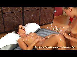 Sexy lésbica massagem nuru escorregadio