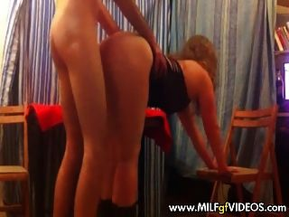 Milf amador em strippers dress fucked doggy style