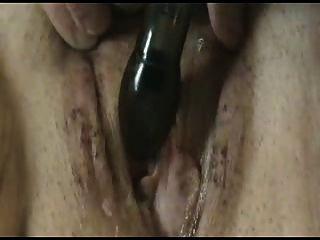 Esposa córnea masturbando seu bichano cremoso molhado