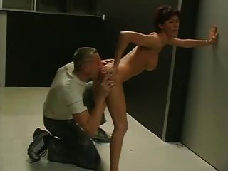 Amador casal fodendo em escritórios desertos.