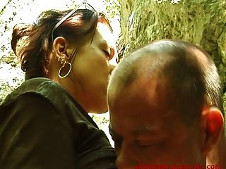 Lucky voyeur fucks sexy girl outdoor 1 de 2