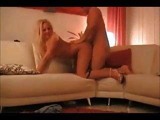 Mulher loura quente na verdadeira fita de sexo caseiro