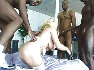 Interracial gang bang dp duplo em burro (camaster)