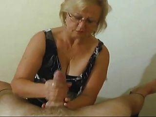 Granny handjob # 1 (final feliz)