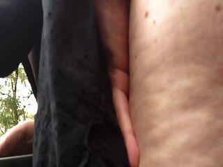 Abbey dogging ao ar livre com um jovem desconhecido quente