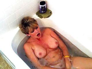Maduro masturbate no banheiro por tlh