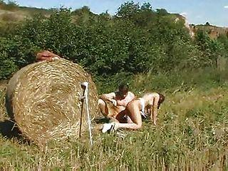 Ela adora o gosto de cum fazendeiro!