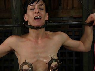 Escravo torturado e implora cum 1 de 2