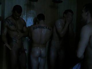 Fazendo o divertimento de seu boner no chuveiro