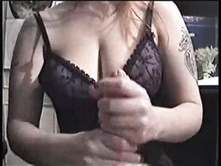 Grandes peitos de masturbação