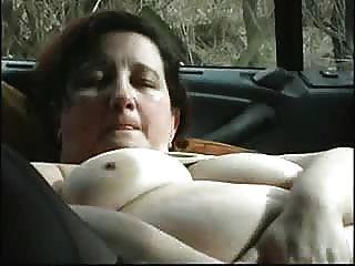 Madura, slut, masturbando, car