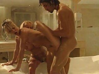 Banho foda com dois quentes b