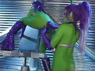 Verão cummings lésbicas alienígenas verdes