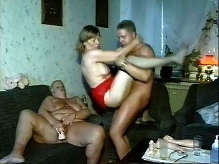 Homem fode duas gordas mulheres maduras