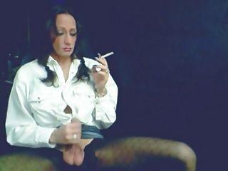 Bela smokey tgirl golpes
