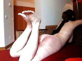 Cinto de marido louco chicoteando pés e burro sua esposa lol.