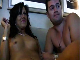 Mãe da etapa horny ama assistir pornô