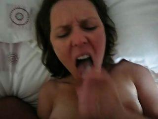 Esposa quente engolir sua carga homem