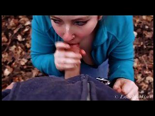 Boquete na floresta e facial